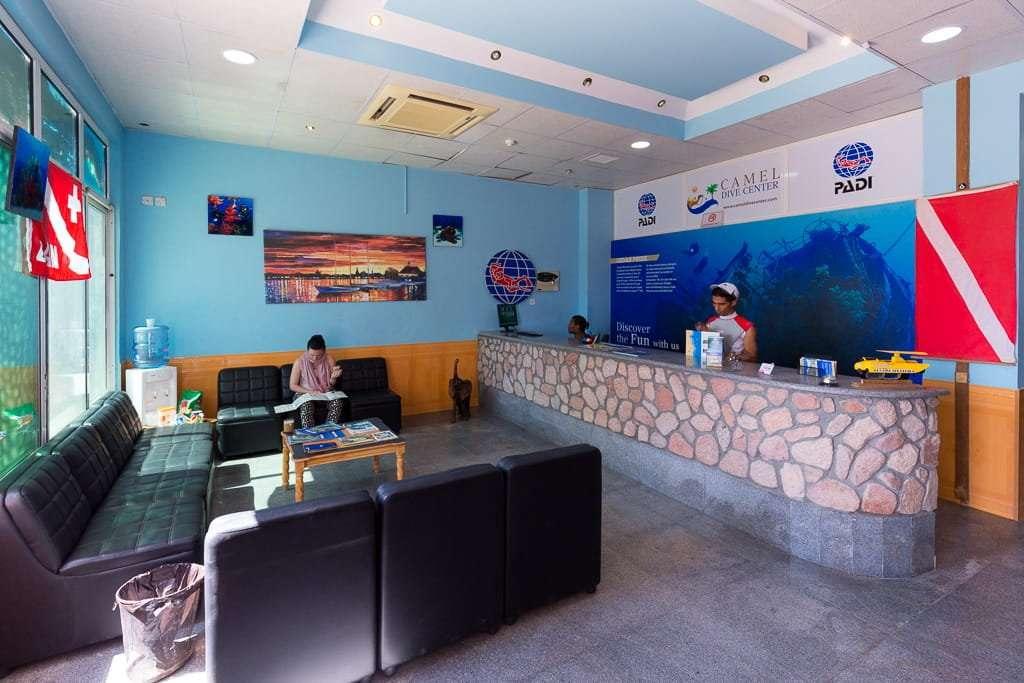 Interior centro de buceo Camel Dive Center, Aqaba, mar Rojo, Jordania