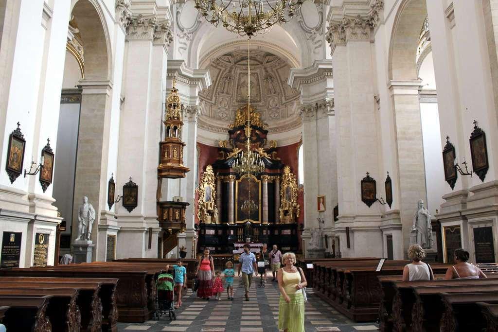 Interior de la Iglesia de San Pedro y San Pablo (Kościół Św. Apostołów Piotra i Pawła)
