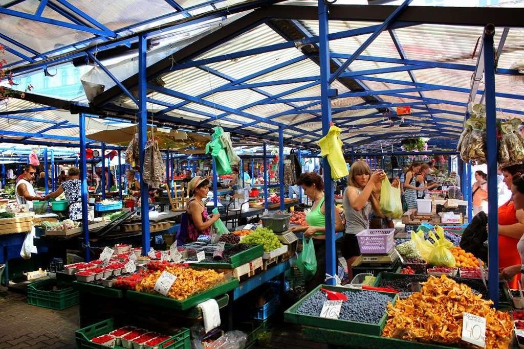 Puestos en el mercado Stary Kleparz (Cracovia)