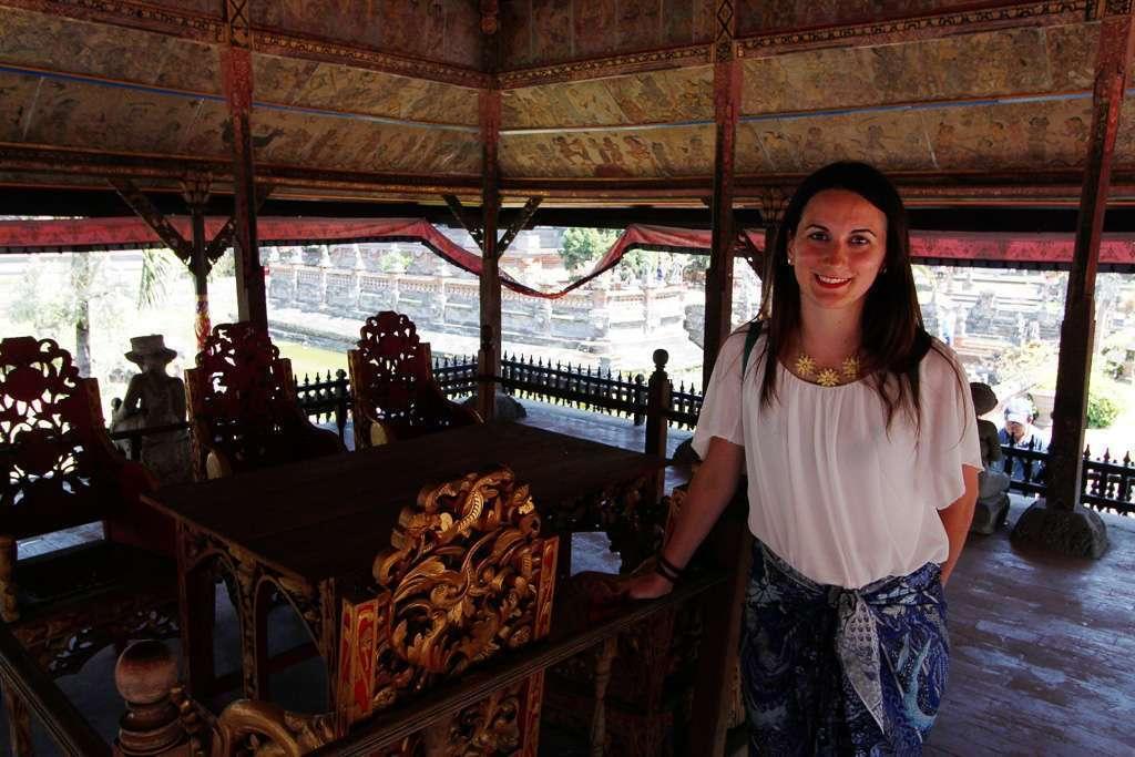 Interior de uno de los pabellones en Taman Gili