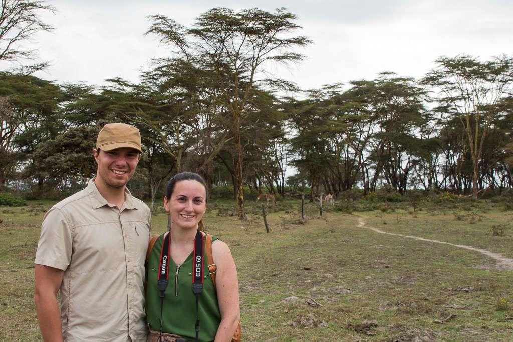En Crescent Island con jirafas al fondo