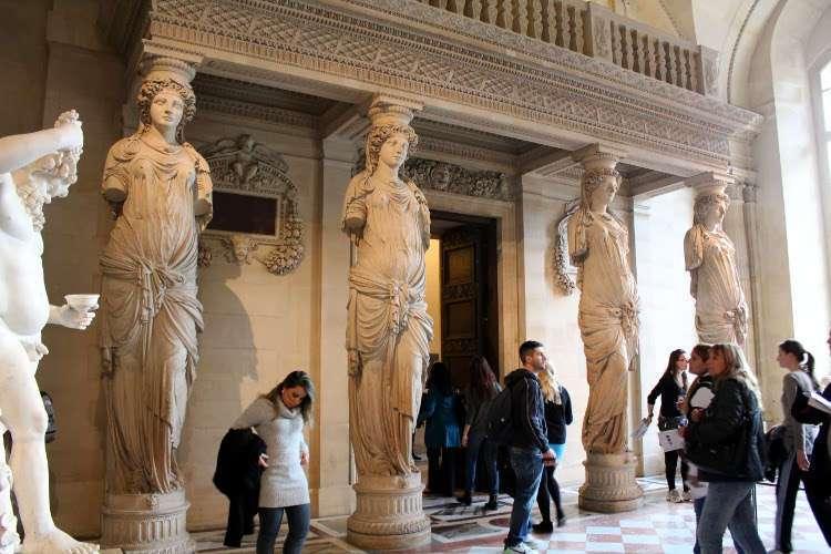 Las cariátides (El Louvre)