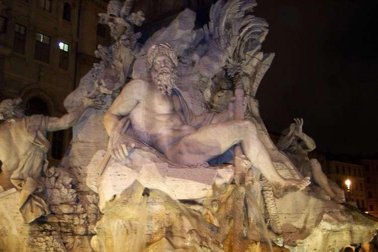 Lateral Fontana dei Quattro Fiumi