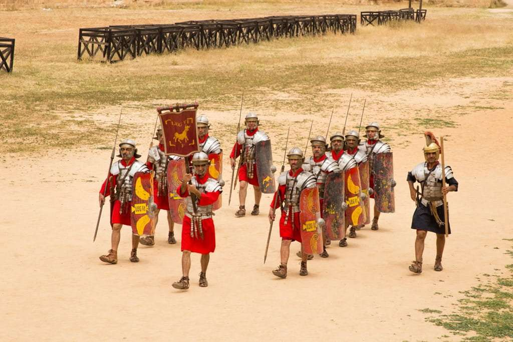 Desfile de la IV Legión Romana en el circo romano de Jerash