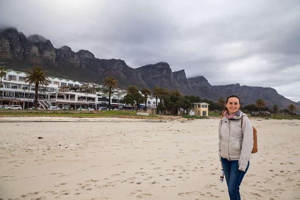 Vista de los 12 apóstoles desde Camps Bay Beach, Península del Cabo, Sudáfrica