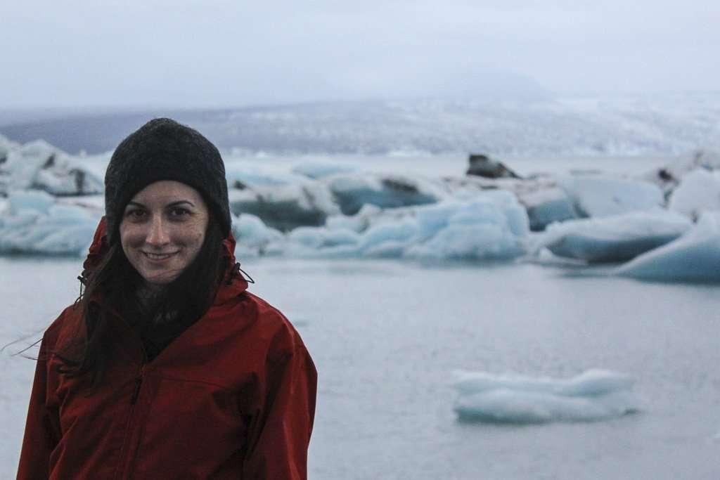 Lena frente a los icebergs de Jökulsárlón
