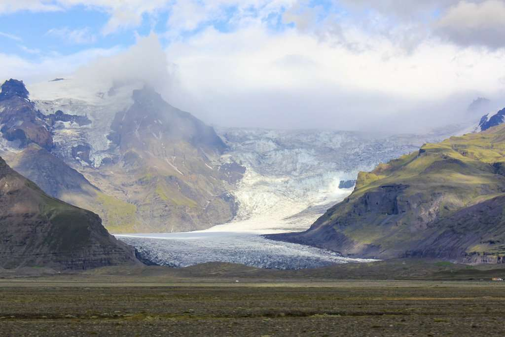 Lengua de glaciar vista desde la carretera