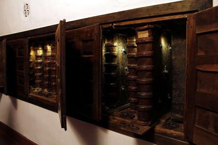 Libros antiguos en el Monasterio de Yuso (San Millán de la Cogolla)