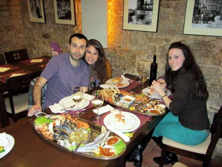 Comiendo una mariscada en Santiago de Compostela