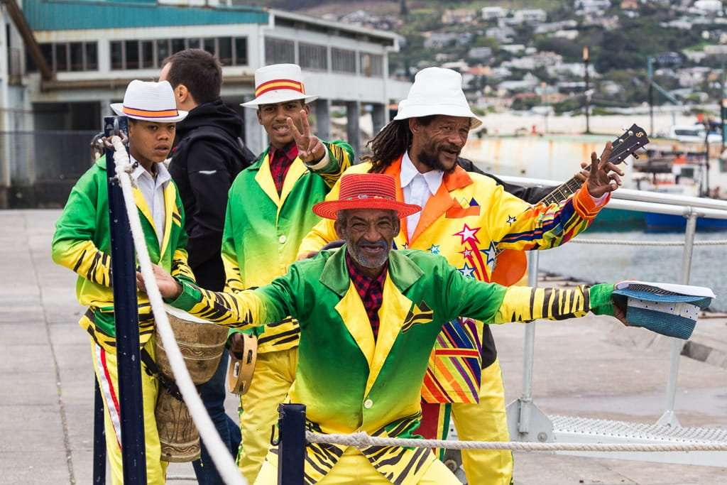Músicos en el puerto de Hout Bay, Península del Cabo, Sudáfrica