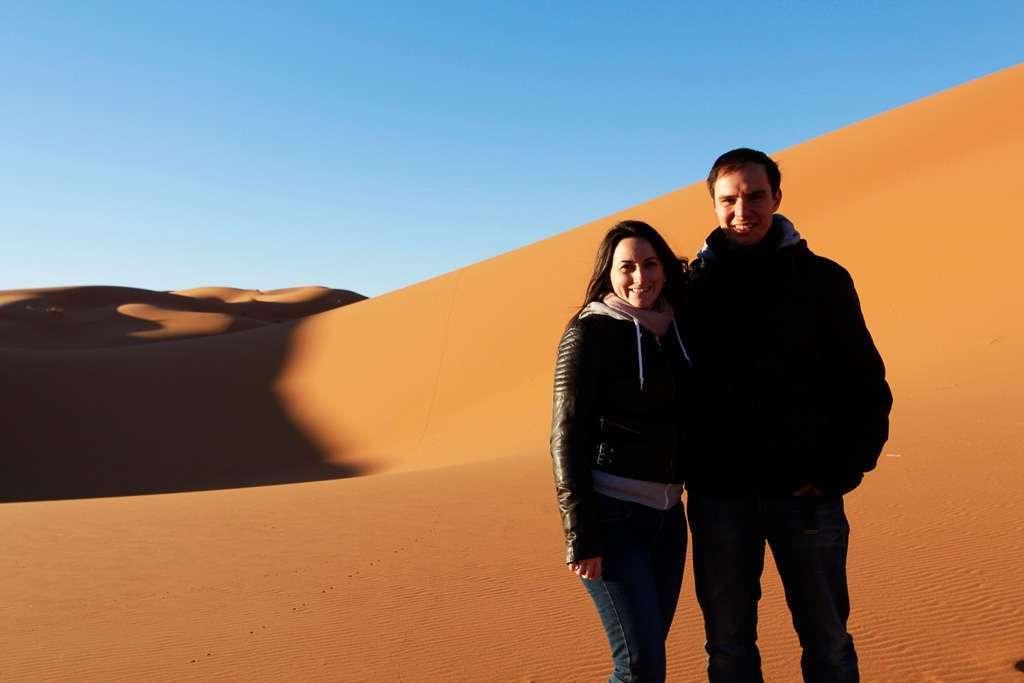Los dos en las dunas del desierto