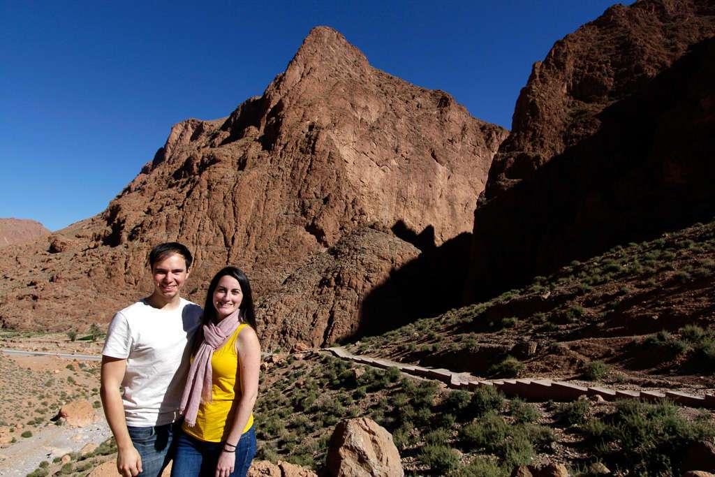Lena y Alberto en la ruta de trekking en las gargantas del Todra