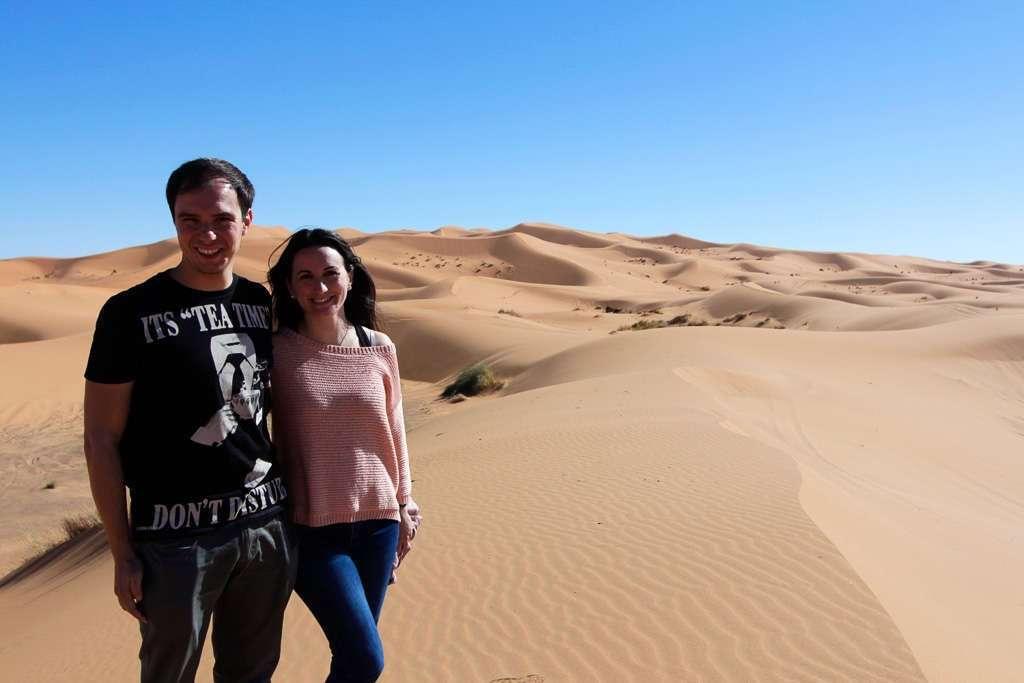 Lena y Alberto en las dunas de Erg Chebbi
