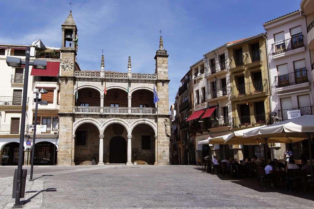 El Palacio Municipal y su Abuelo Mayorga (Plasencia)