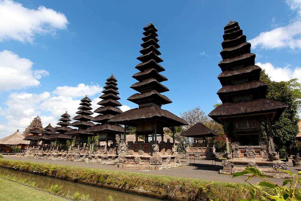 Fila de merus de Taman Ayun (Bali)