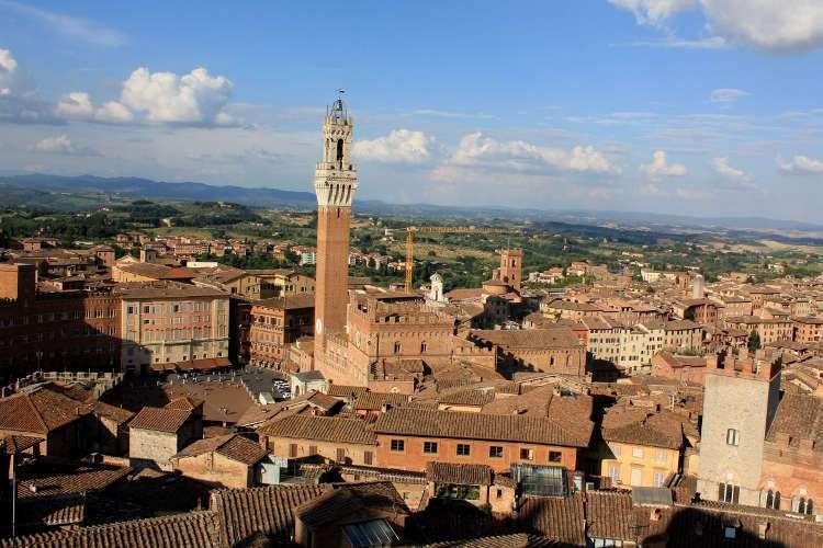 Panorámica con el Palacio Comunal (Siena)