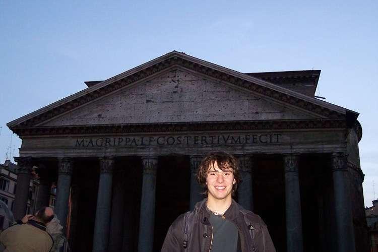 El Panteón al anochecer