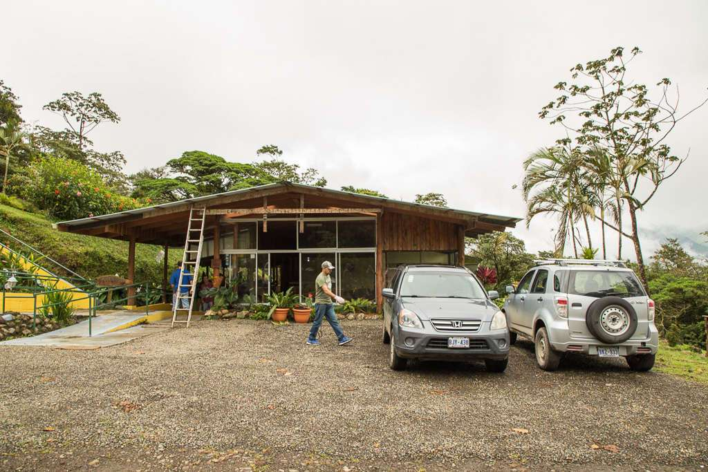 Parking del Heliconias Lodge en Bijagua
