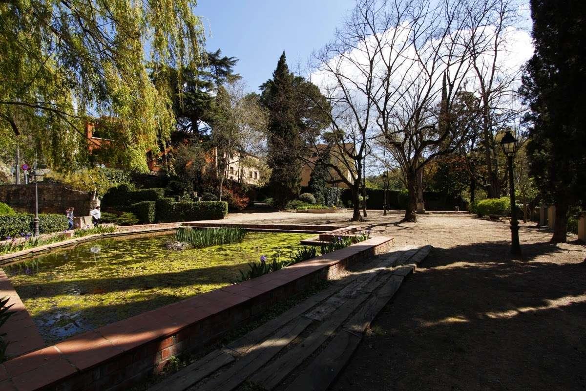 Parque de Girona cerca de las murallas