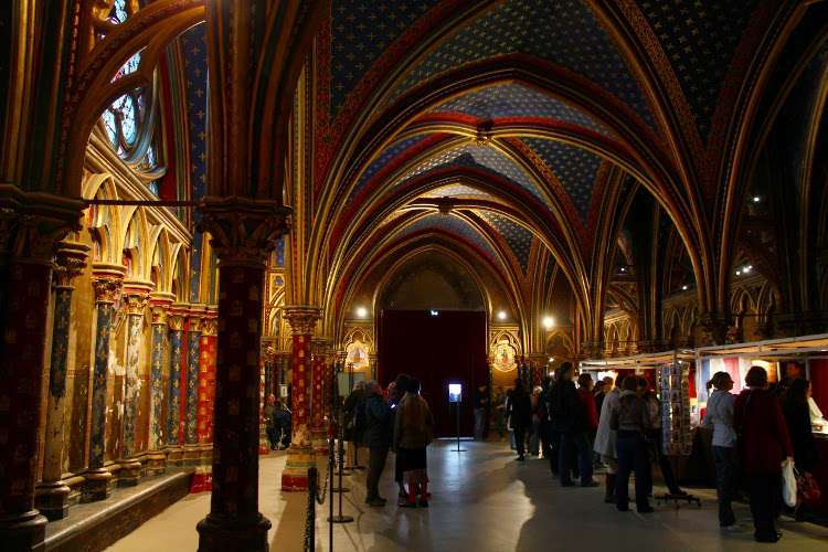 Piso inferior de la Santa Capilla (Sainte-Chapelle)
