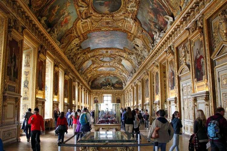 Pasillos del Louvre