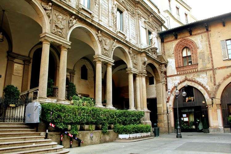 Piazza dei Mercanti (Milán)