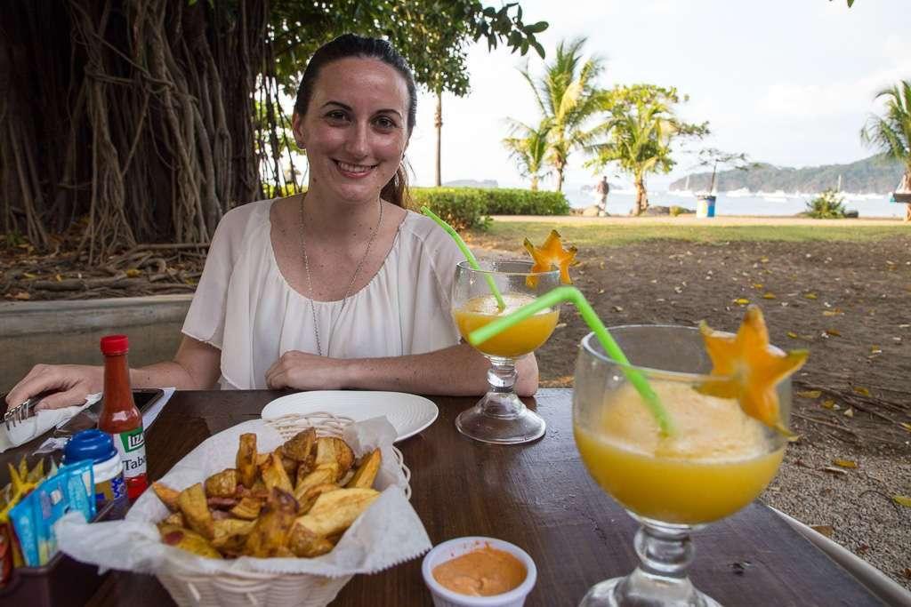 Picoteo en el Bambú Beach Front de playas del Coco