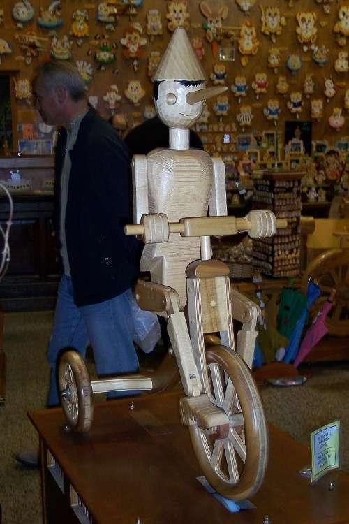 Pinocho en bici en Bartolucci