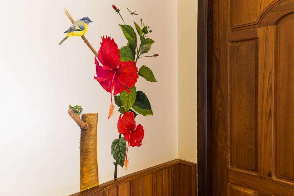 Pintura de pared de la habitación doble hotel Spring Lodge Inle