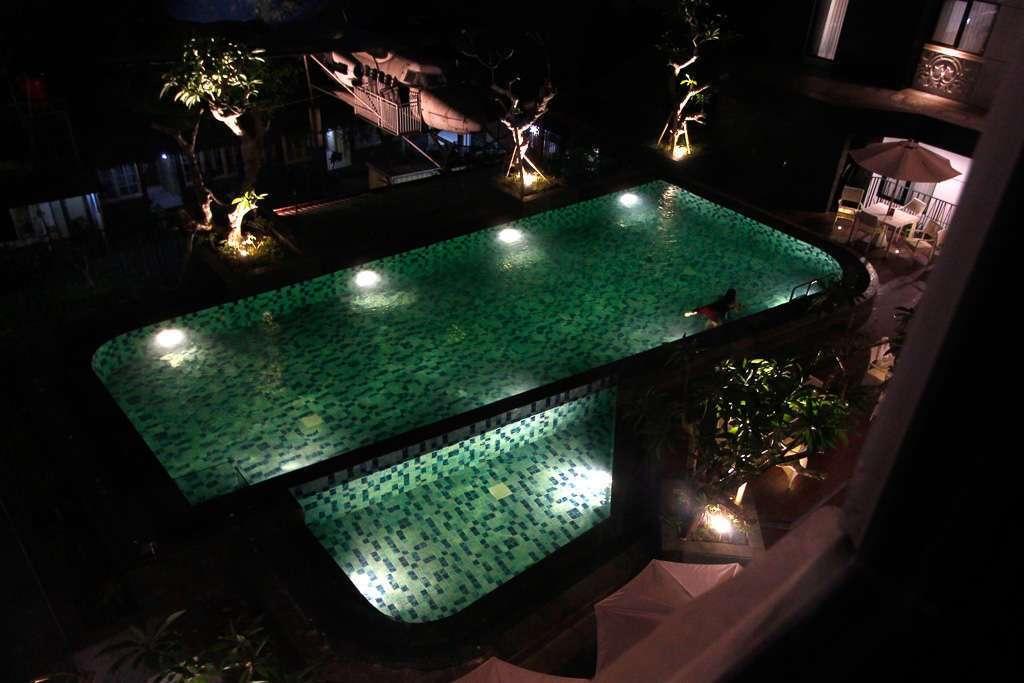 La piscina del hotel Neo Malioboro (Yogyakarta)