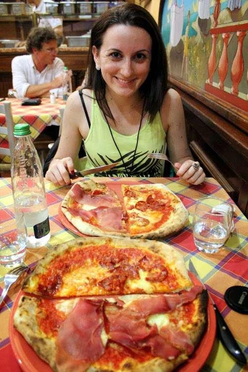 Pizza en un restaurante milanés