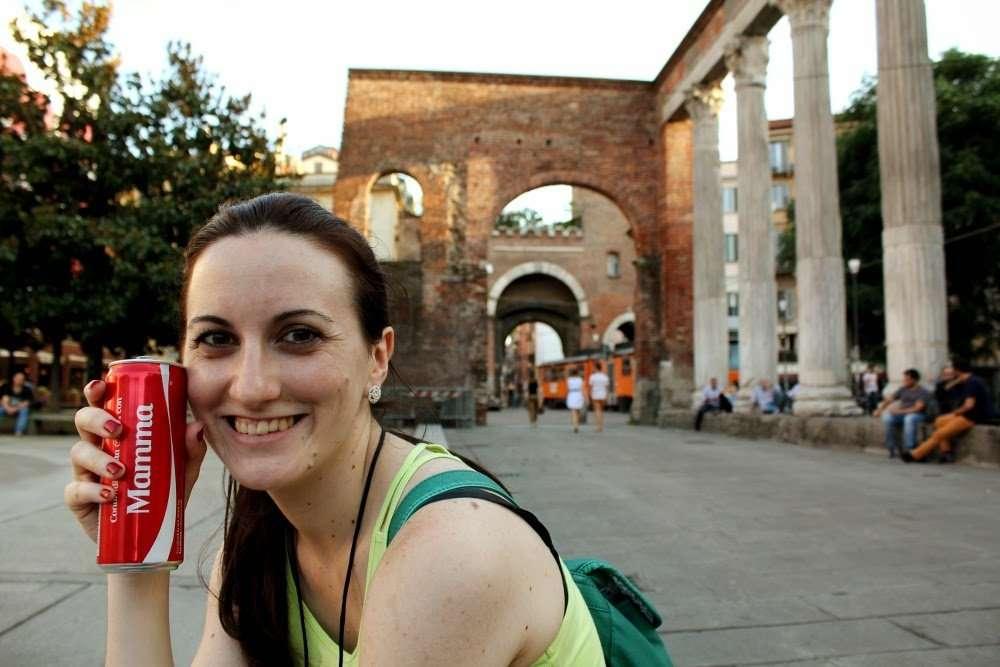 En la plaza de la iglesia San Lorenzo Maggiore