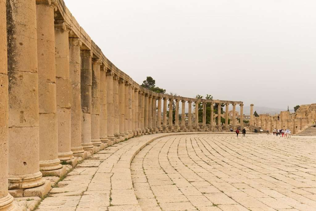 Columnata de la plaza oval de Jerash