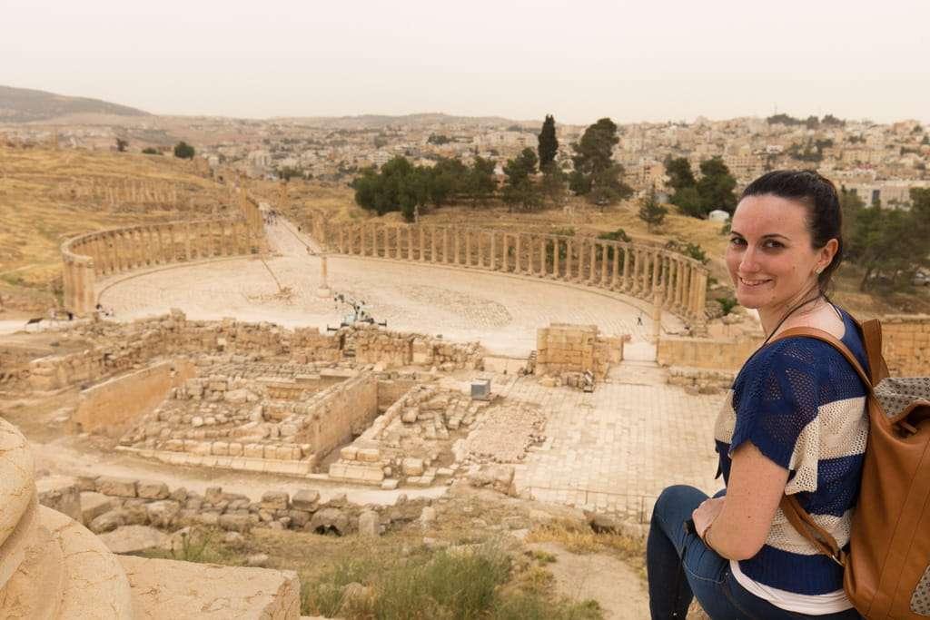 Vista general de la plaza oval desde el Templo de Zeus en Jerash, Jordania