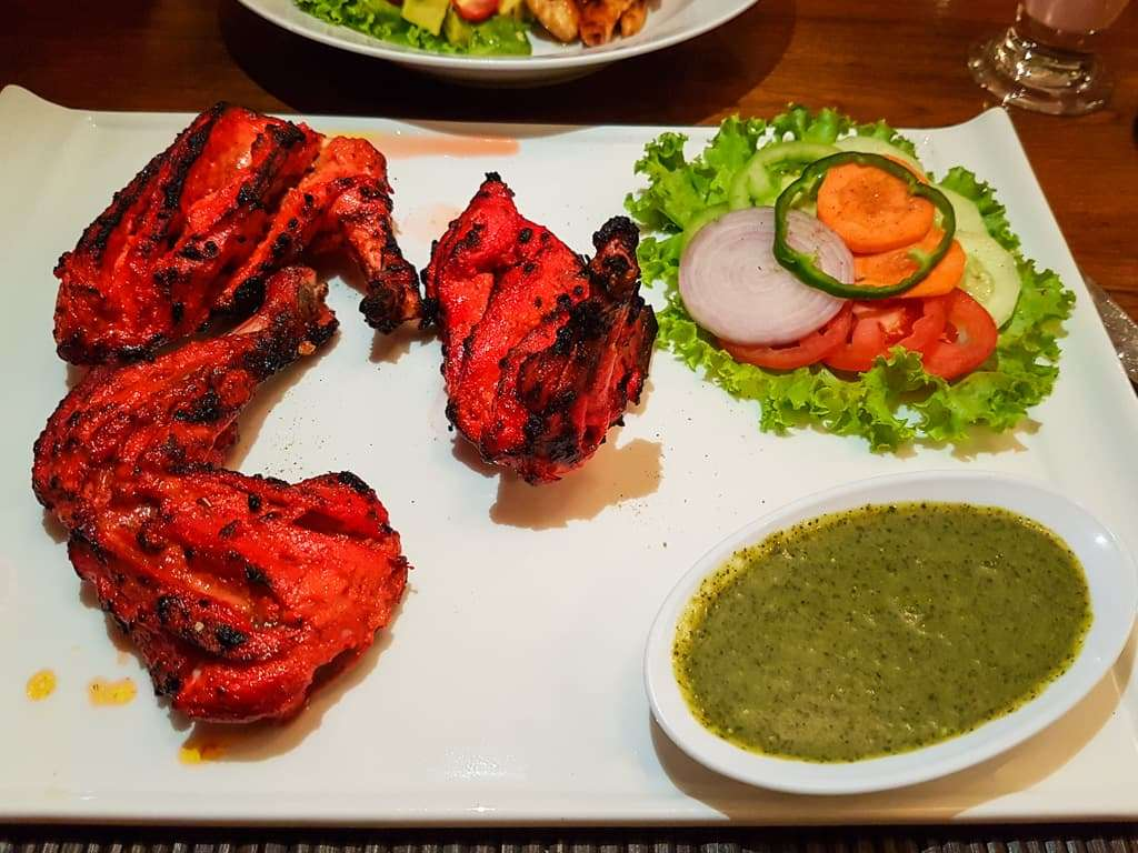 Pollo tandoori en el restaurante Spice Garden, Hotel by the Red Canal, Mandalay