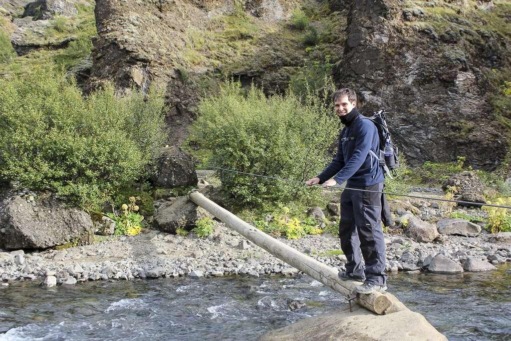 Puente en la ruta hacia la cascada Glymur