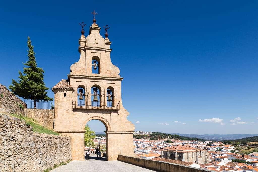Puerta de la Villa de Aracena, cercana al castillo de Aracena