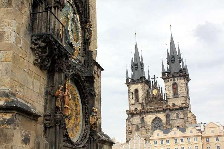 El reloj astronómico de Praga y la Iglesia de Nuestra Señora de Týn