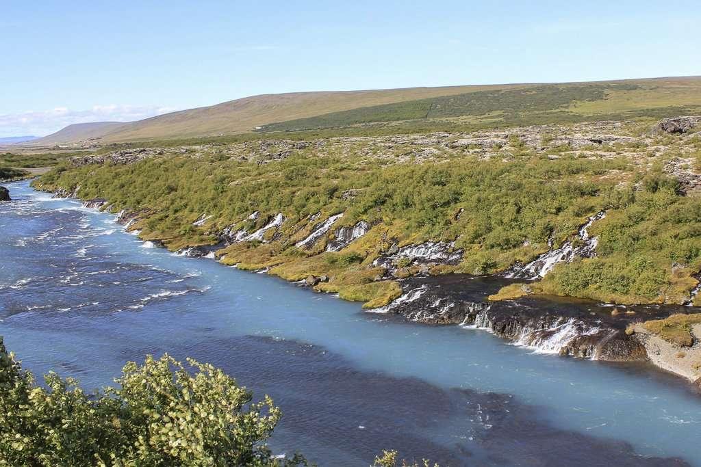 Hraunfossar, una cascada tremendamente ancha