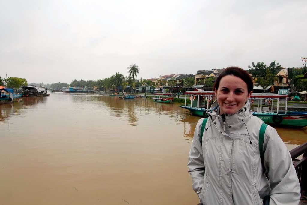 En la orilla del río de Hoi An