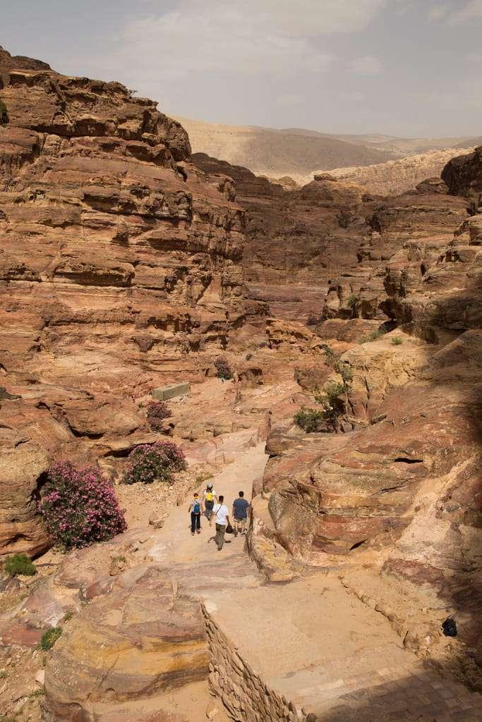 Subida por la ruta al Monasterio de Petra, Jordania