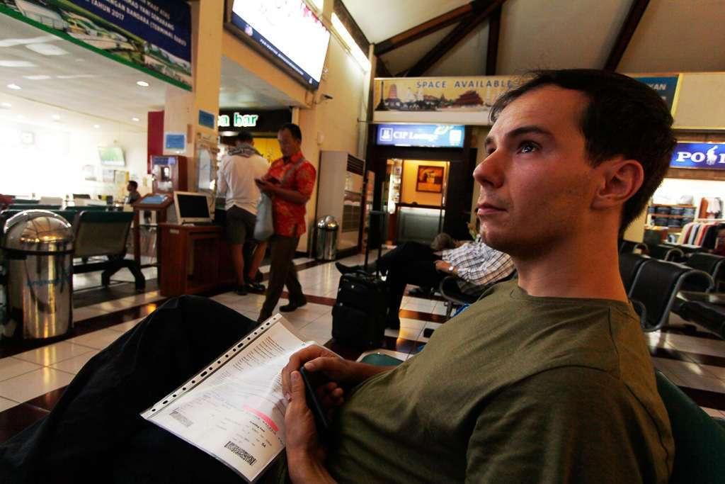 Esperando por el vuelo a Borneo