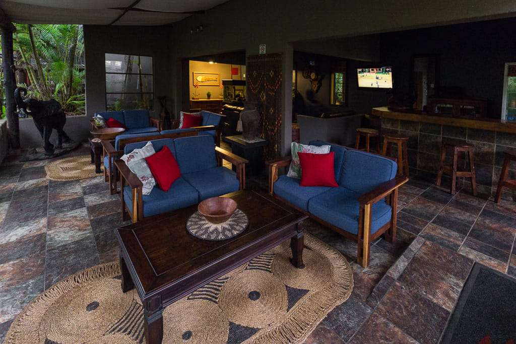 Salón bar del Umlilo Lodge, St. Lucía, Sudáfrica