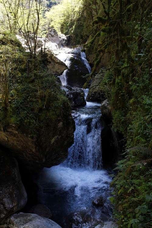 Salto de agua en la Garganta de Kakueta (Gorges de Kakuetta)