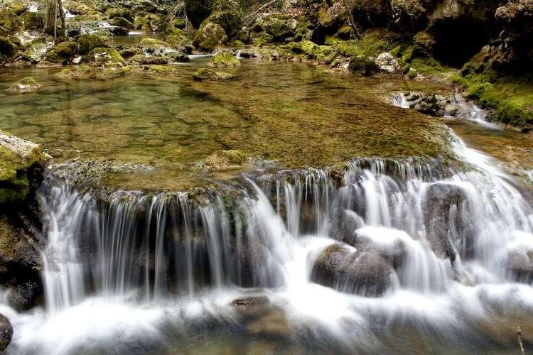 Salto de agua en el Nacedero del Urederra