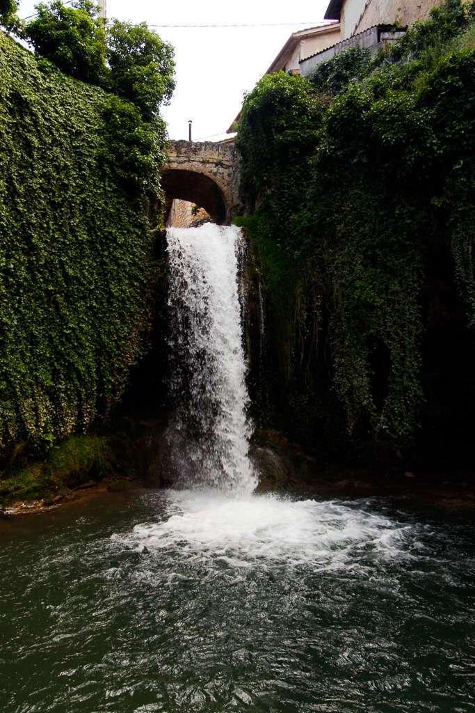 Salto de agua del río Molinar en Tobera