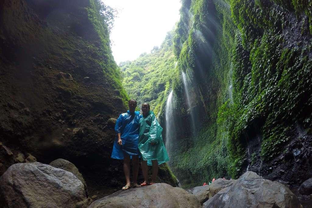 Parte de los saltos de agua de la cascada Madakaripura