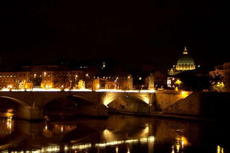 San Pedro y el puente Vittorio Emanuele II visto desde el puente Sant'Angelo