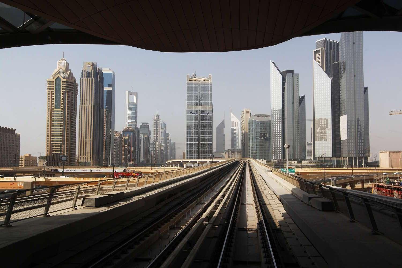 Vistas del skyline de Dubái desde el metro