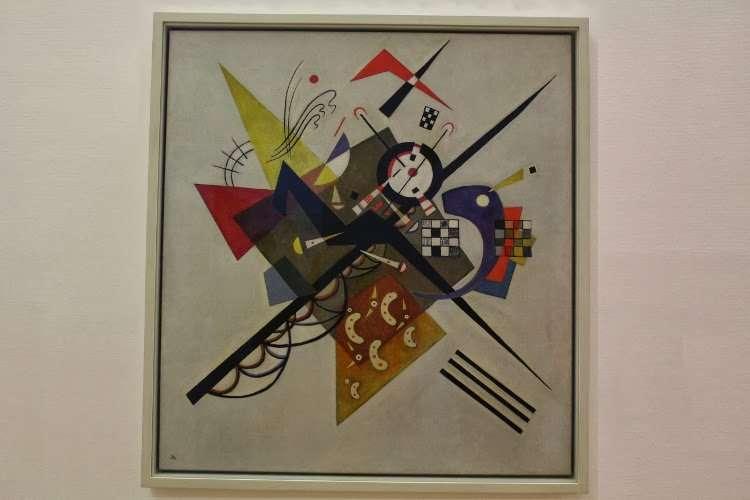 """Sobre blanco II"" Wassily Kandinsky (Centro Georges Pompidou)"